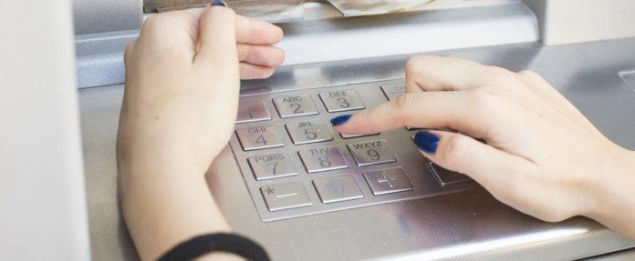 ПриватБанк звинуватили в крадіжці грошей з карток клієнтів - today.ua