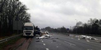 На автодороге Киев-Чоп столкнулись два грузовика: есть погибший - today.ua