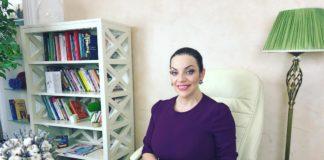 Зірковий психолог Наталя Холоденко сіла на шпагат через місяць після пологів - today.ua