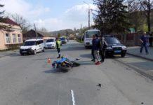 Мотоциклист травмировал женщину с двухлетним ребенком, которые нарушили ПДД - today.ua