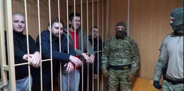 Російський суд залишив під вартою чотирьох українських моряків - today.ua