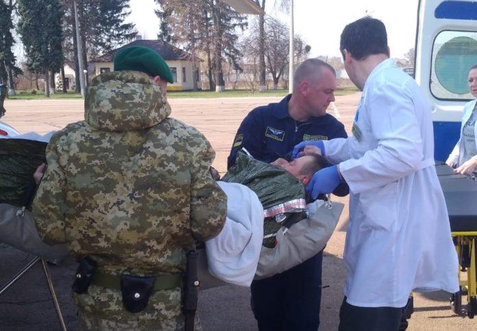 У ДПСУ розповіли про стан прикордонника, якого поранив снайпер на Донбасі