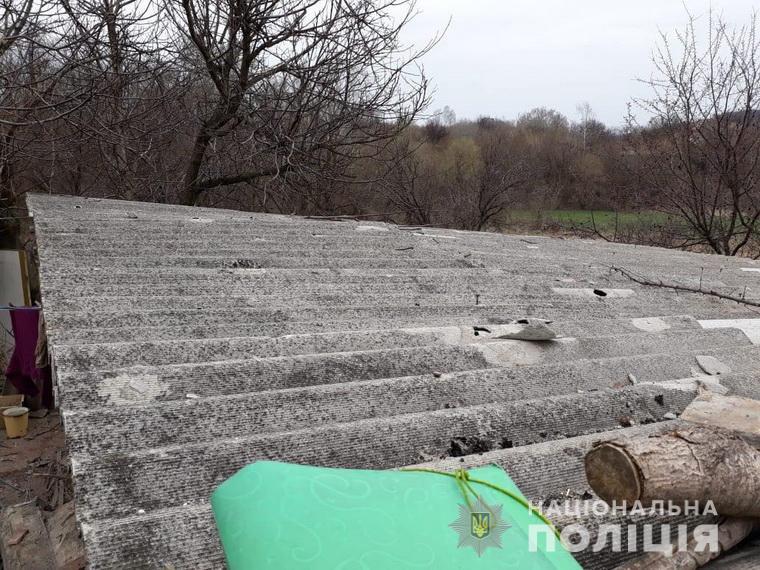Во время обстрела украинского города боевики попали в жилой дом