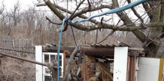 Во время обстрела украинского города боевики попали в жилой дом - today.ua