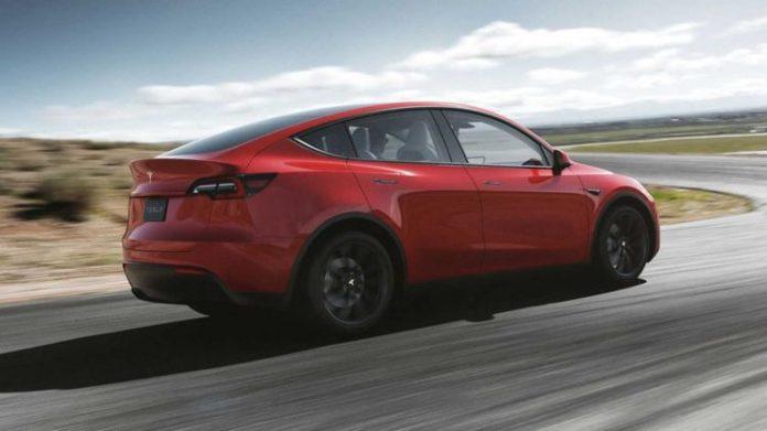 Українець купив Tesla, яку розшукує Інтерпол - today.ua