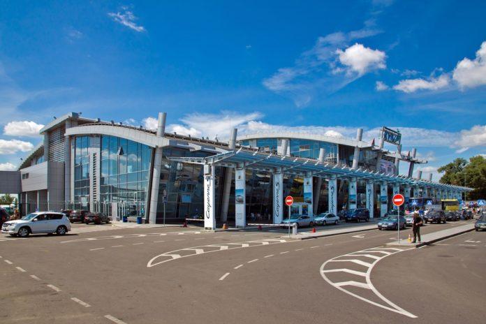 "Росіянин влаштував дебош в аеропорту &quotЖуляни"" через відмову у пропуску в Україну - today.ua"