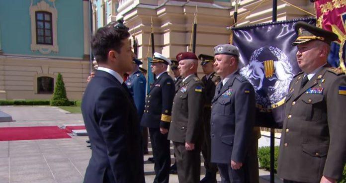 Командуючий ССО і голова СБУ не віддали честь Зеленському: опубліковано відео - today.ua