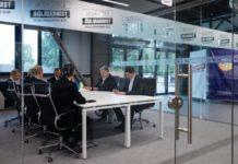 Порошенко переїхав до нового прозорого офісу і зустрівся з міжнародними партнерами - today.ua