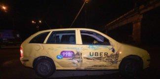 """В Киеве Uber перевернул автовышку """"Киевпастранса"""" - today.ua"""