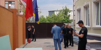 У Києві люди в балаклавах намагались захопити готель - today.ua