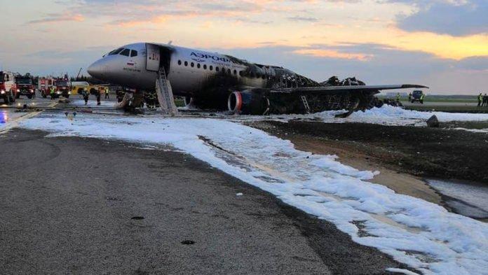 """Співробітники &quotШереметьєво"""" цинічно висміювали пожежу на літаку: опубліковано відео - today.ua"""