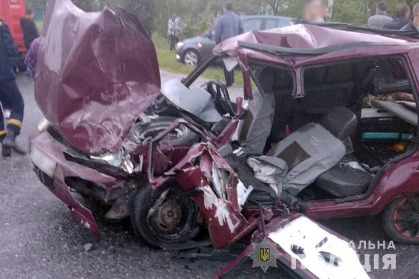 """""""ЗАЗ"""" зіткнувся з рейсовим автобусом: одна людина загинула і троє травмувалися"""