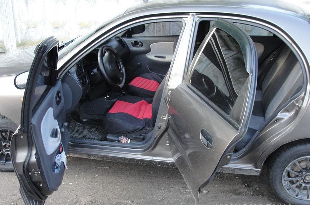 """У Полтаві двоє іноземців-""""гастролерів"""" з ножем напали на таксиста - today.ua"""