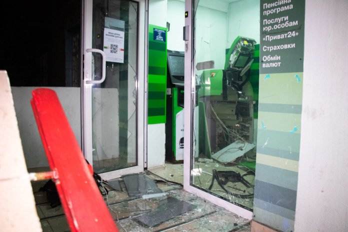 У Києві грабіжники підірвали банкомат ПриватБанку - today.ua