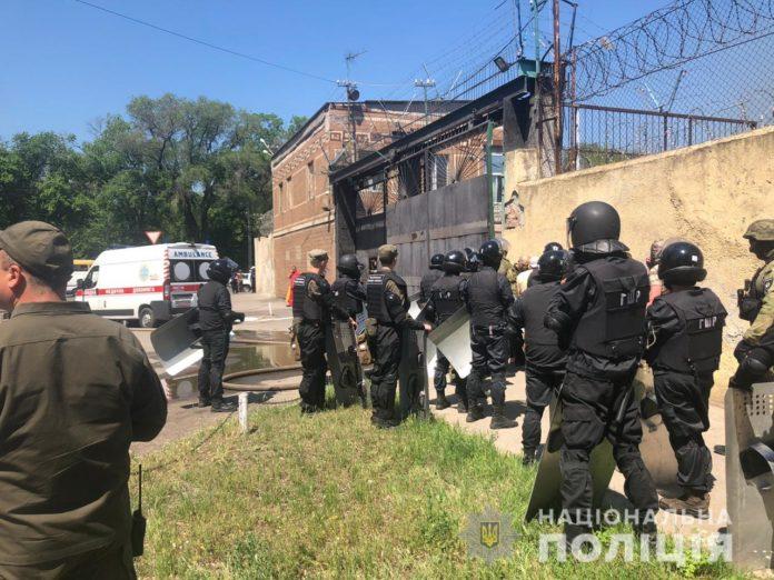 В одеській колонії стався бунт ув'язнених: постраждало четверо правоохоронців - today.ua
