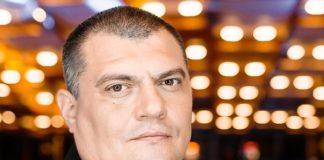 """""""Ганьба!"""": соратника Зеленського """"Юзика"""" освистали під Радою - today.ua"""