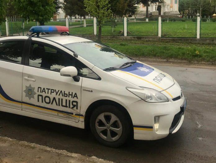 Неповнолітній разом із матір'ю побили поліцейського - today.ua