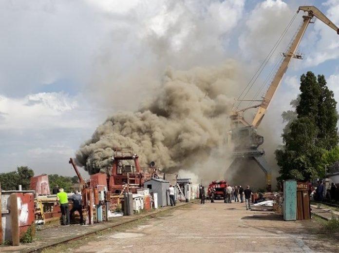 У Києві горить завод Петра Порошенка - today.ua