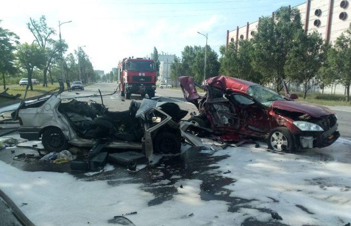 У Дніпрі сталася жахлива ДТП: загинуло троє людей, серед яких неповнолітній - today.ua