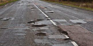 Постраждалі в Україні через ями на дорогах повинні звертатися до суду - today.ua