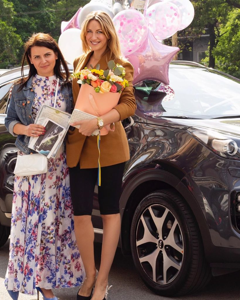 Леся Нікітюк подарувала шанувальниці дорогий автомобіль