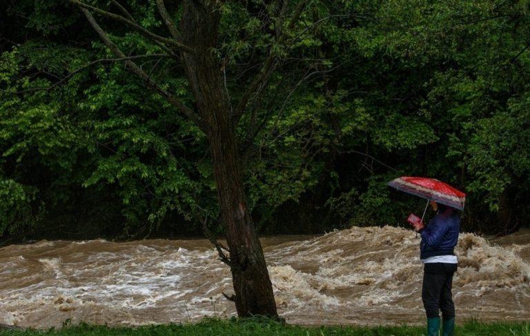 Наводнение на Закарпатье: Зеленский объявил особый режим