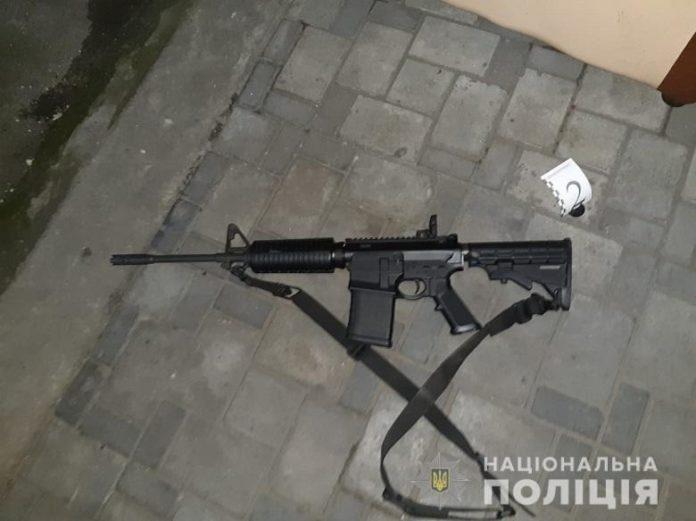 У Києві чоловік через ревнощі влаштував у кафе стрілянину з автомата - today.ua
