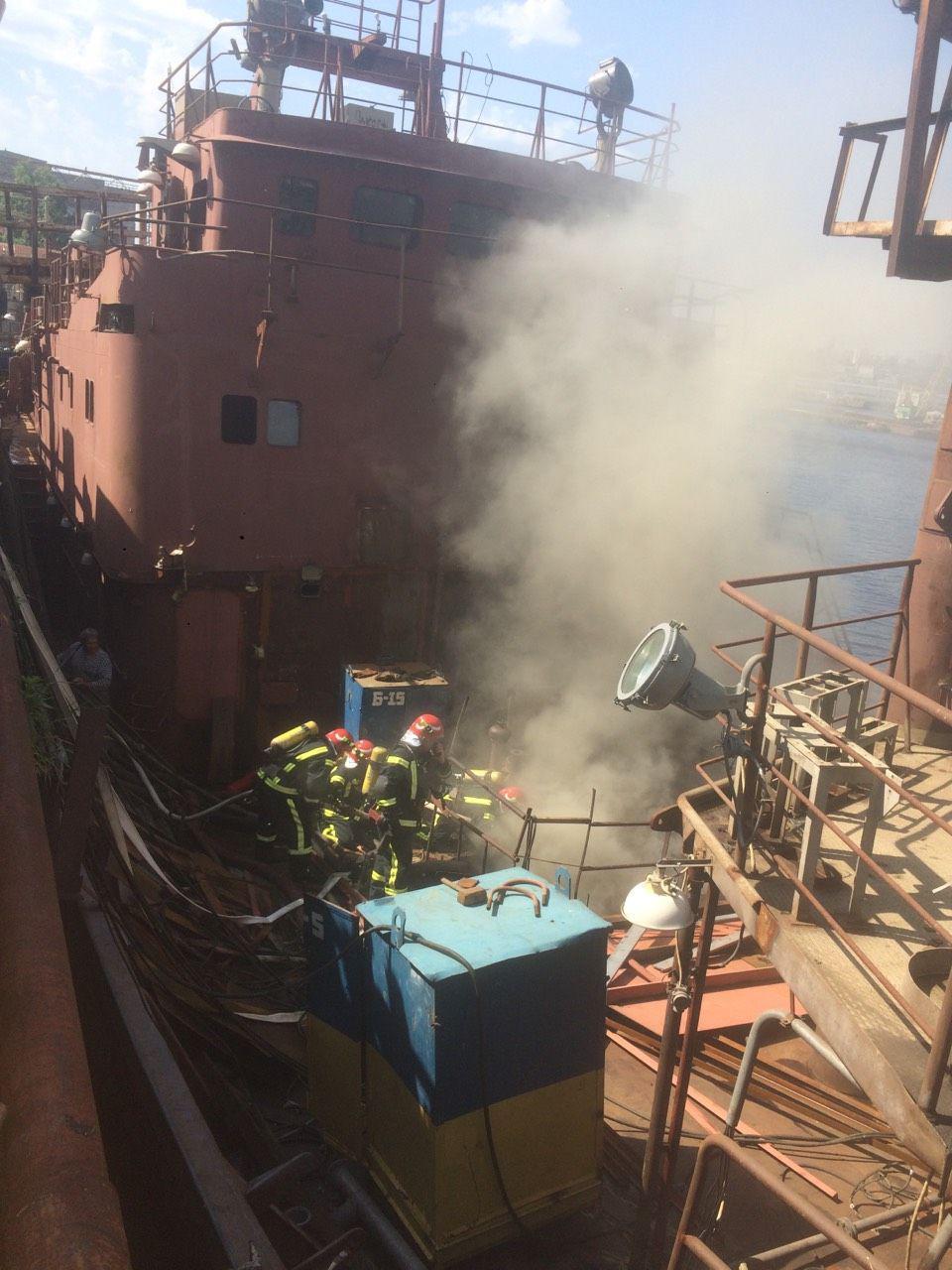 Рятувальники загасили пожежу на заводі Порошенка