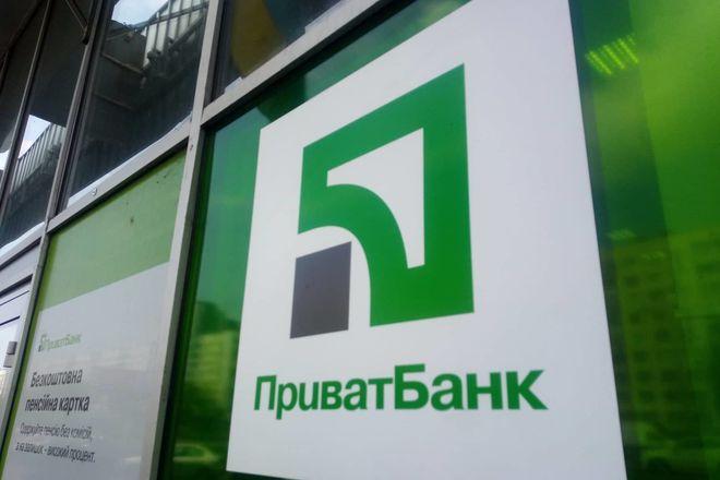 Клієнти масово знімають гроші з депозитів ПриватБанку