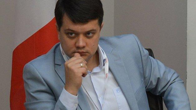 """&quotЯ б забирав на час сесії закордонні паспорти"""": Разумков розгнівався через відсутність нардепів по п'ятницях - today.ua"""