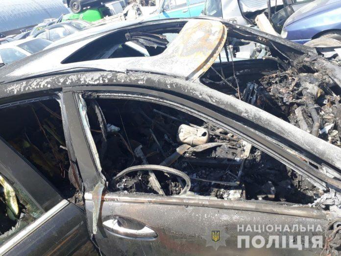 Озброєний водій під Києвом потрапив у ДТП на авто з підробленими номерами - today.ua