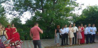 В Чернівецькій області школярку не пустили на випускний через прихильність до УПЦ - today.ua