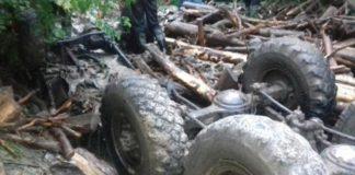 На Закарпатье грузовик упал в реку: погибли 5 человек - today.ua