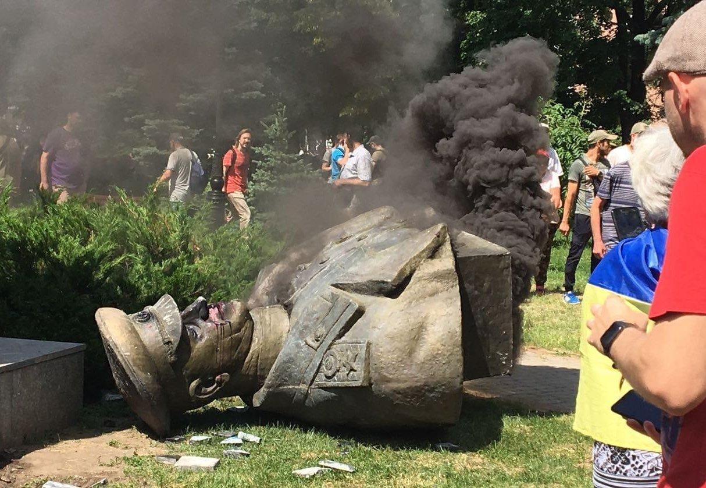 Полиция открыла дело за свержение памятника Жукову в Харькове - today.ua