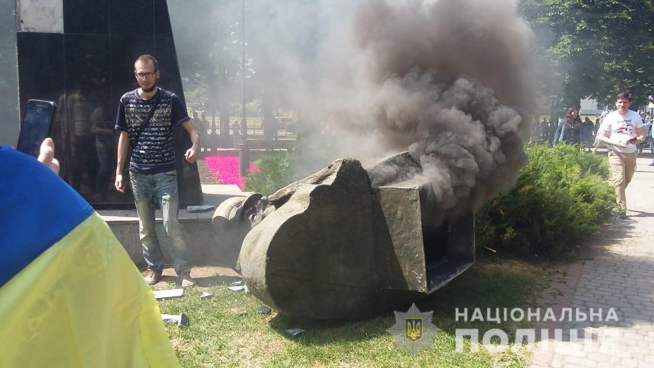 Поліція відкрила справу за повалення пам'ятника Жукову в Харкові