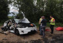 Tesla під Києвом потрапив у смертельне ДТП: опубліковано фото - today.ua