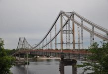 У Києві жінка впала з мосту в Дніпро - today.ua