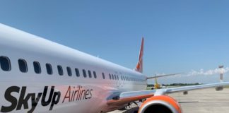 Українські туристи на добу застрягли у Барселоні через поломку літака SkyUp - today.ua