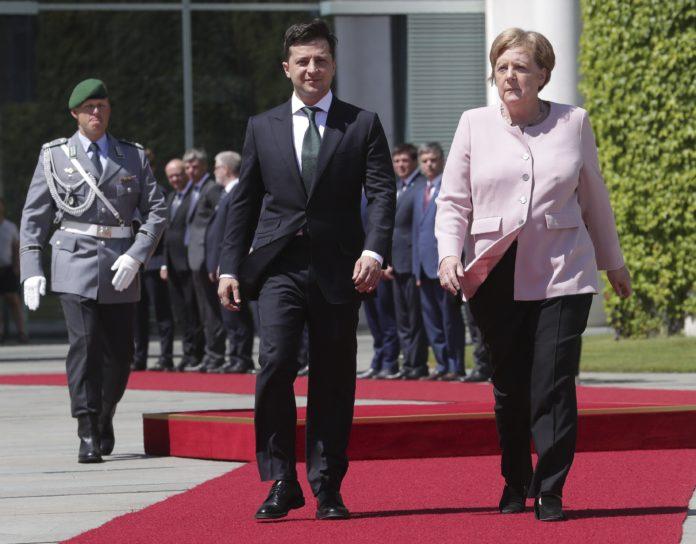 Зеленский обсудил с Меркель ситуацию на Донбассе - today.ua