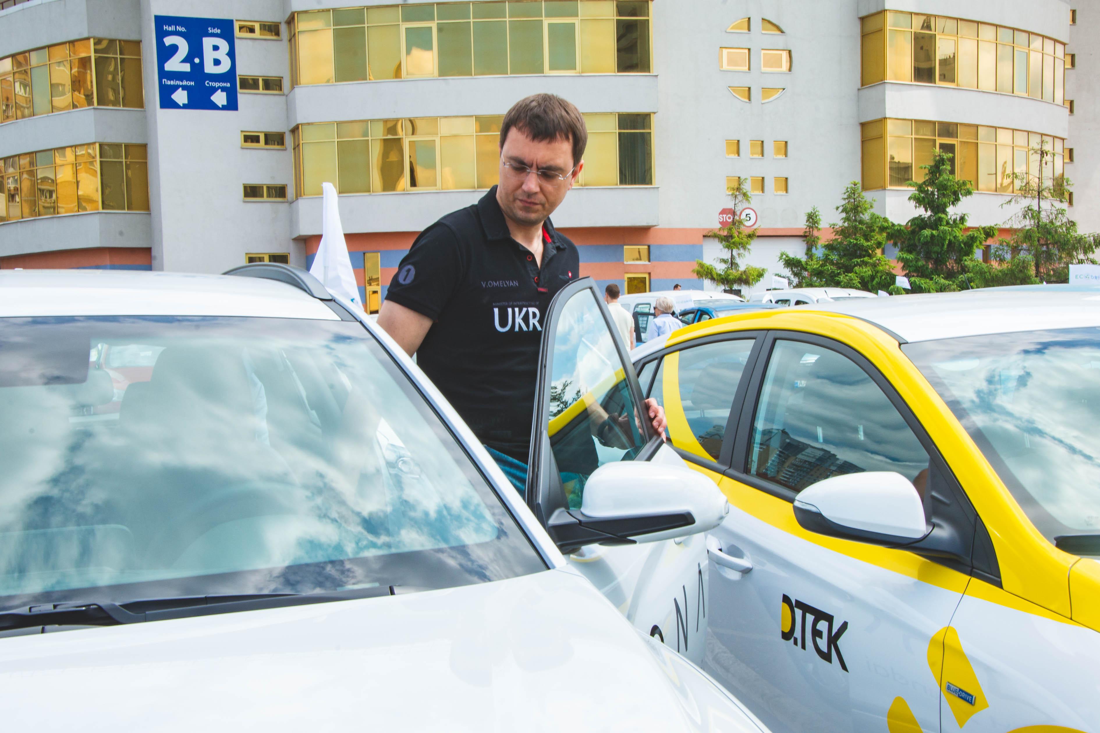 Володимир Омелян протестував електромобіль Hyundai Kona - today.ua