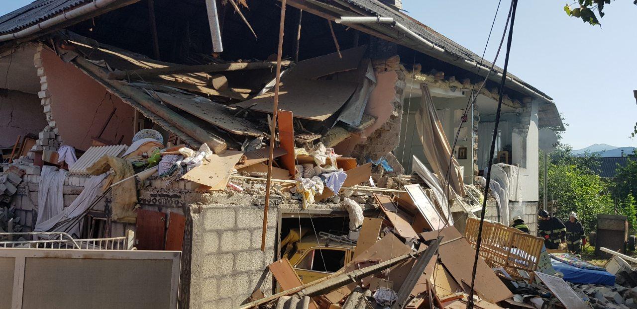 На Закарпатье в жилом доме прогремел взрыв: есть травмированные