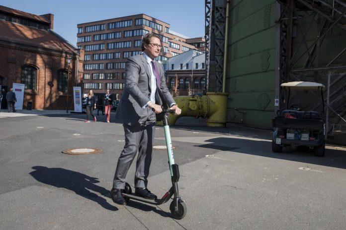 Нужны ли права на электрический скутер - today.ua