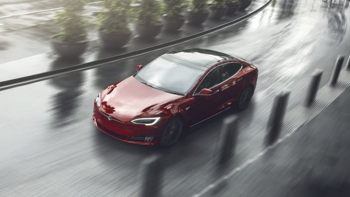Оновлений електромобіль Tesla Model S випередив Lamborghini Aventador SV - today.ua