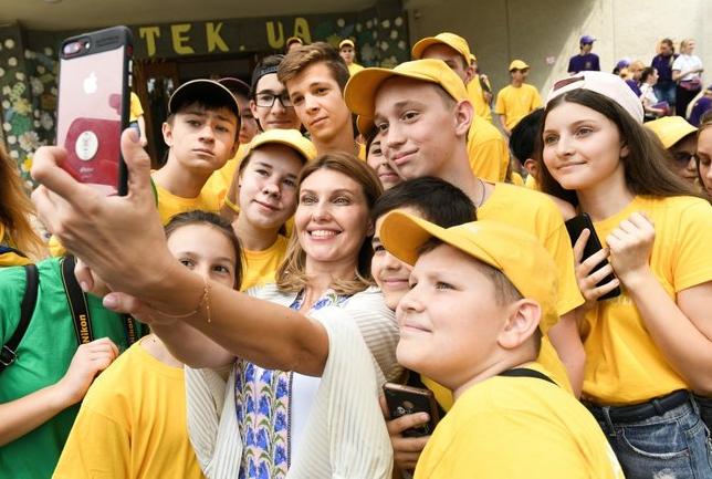 """Дружина Зеленського відвідала """"Артек"""": з'явилися фото"""