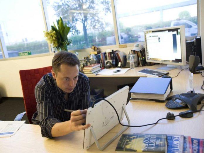 Ілон Маск вмонтував у електромобіль Tesla популярну комп'ютерну гру - today.ua