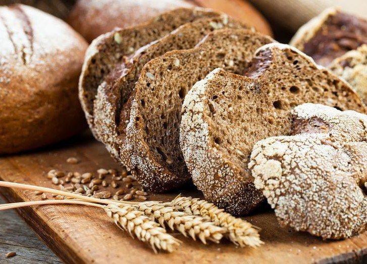 Дієтологи розповіли, який хліб можна їсти під час схуднення - today.ua