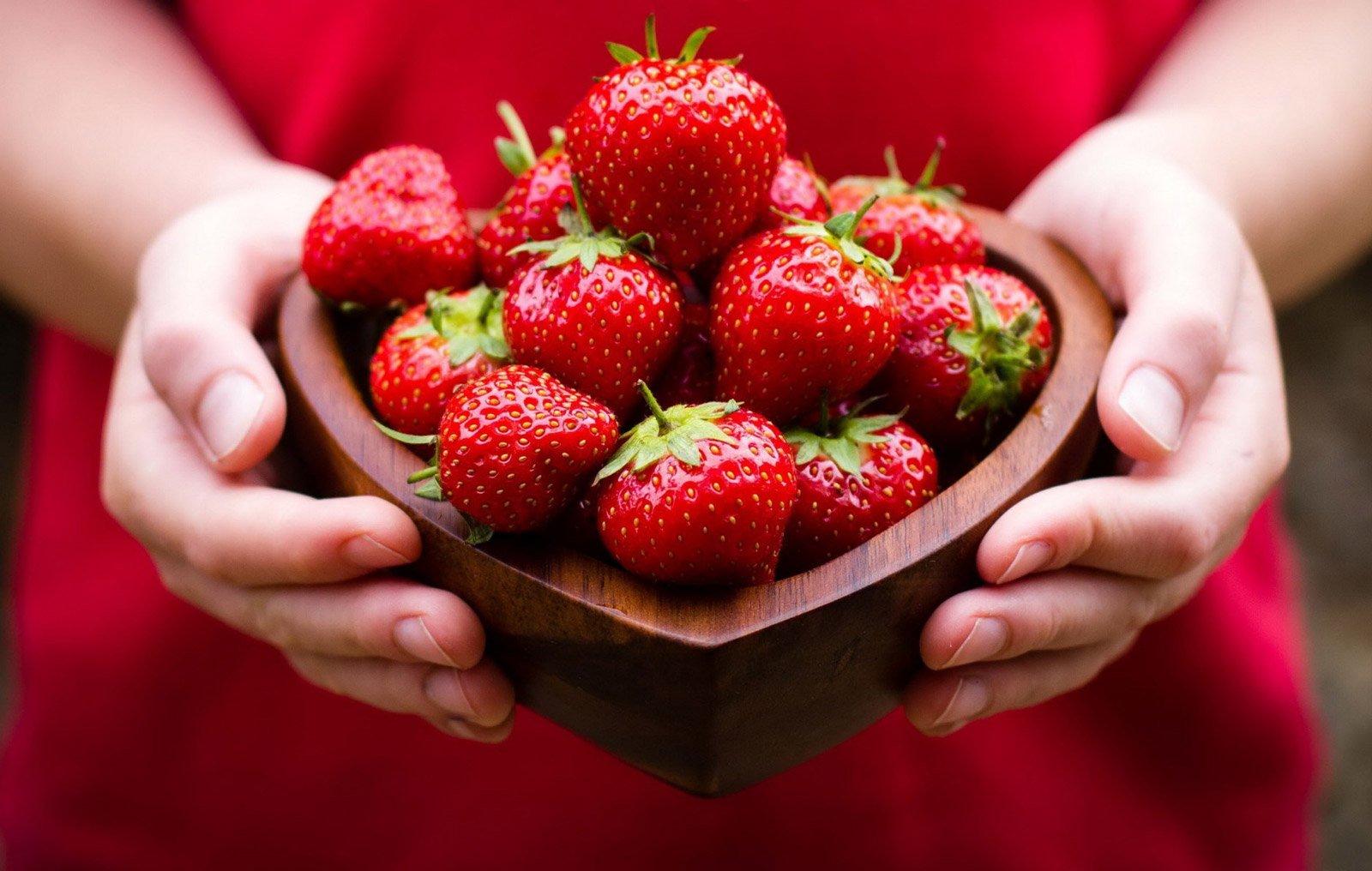 В Україні фальсифікують полуницю: як обрати натуральну ягоду за трьома ознаками