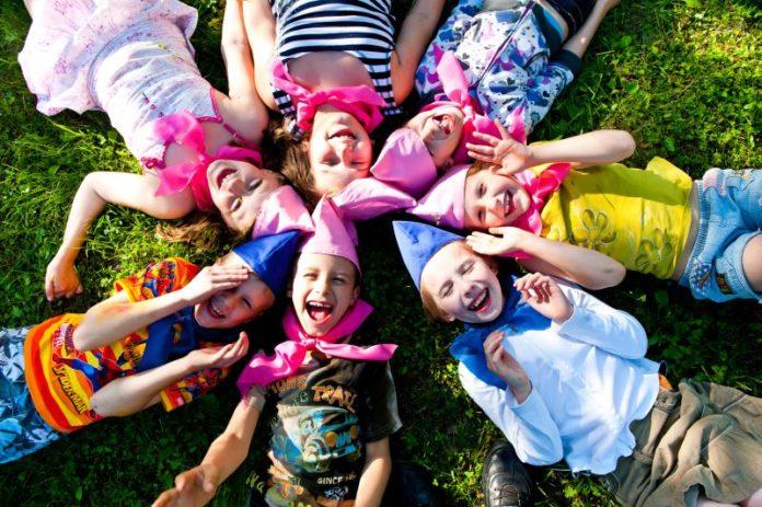 Стало відомо, скільки цього літа коштує відпочинок у дитячому таборі в Україні