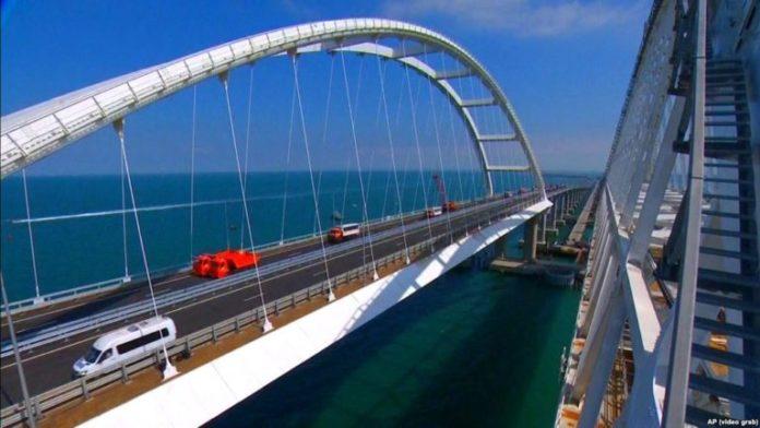 Росія посилює захист Кримського мосту: що відбувається