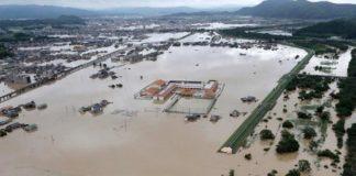 В России целый город ушел под воду: опубликовано видео разрушительного потопа - today.ua